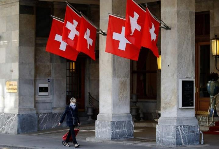 Naisten puolivuosisataisen äänioikeuden juhlistamiseen ja muistamiseen on Sveitsissä suhtauduttu kahtalaisittain. LEHTIKUVA / AFP