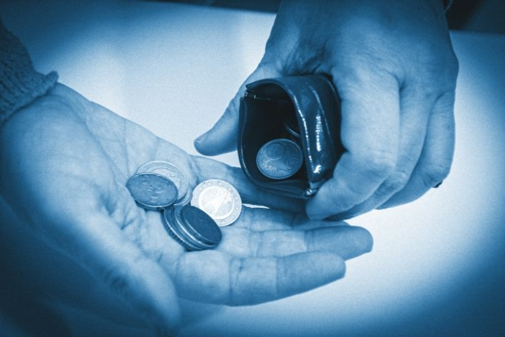 Moni joutuu laskemaan rahojaan tarkasti.