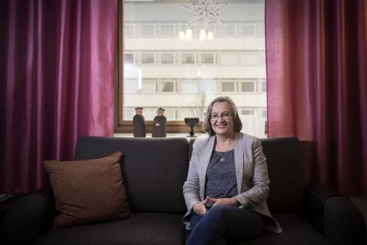 Minna Saarelma-Paukkala on asunut miehensä kanssa Lahden keskustassa kolme vuotta. Työpaikka sijaitsee puolestaan Helsingin yliopiston observatoriossa.