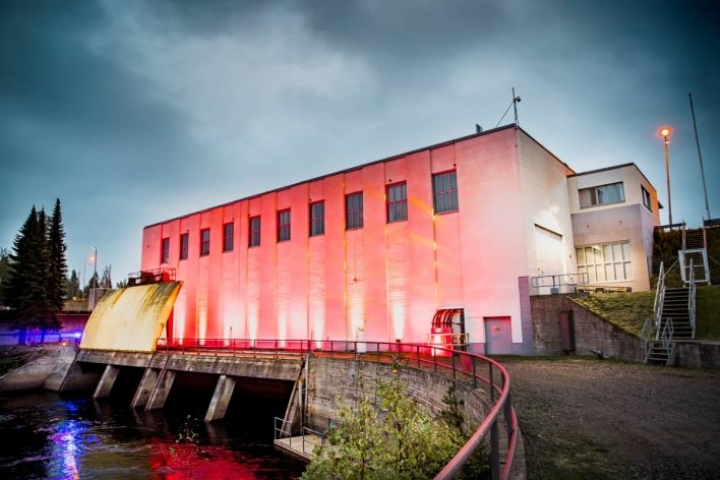 Kuurnan vesivoimalan tulvauomaan tehdään erillinen pienvoimala, jonka läpi juoksutetaan vettä ympäri vuoden.