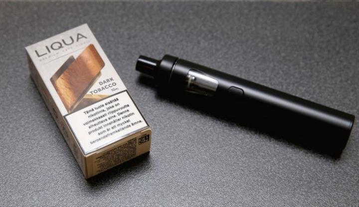 Kaupoissa saa myydä korkeintaan 20 milligramman vahvuisia nikotiininesteitä. Laitteiden (oik.) myyntiä laki ei säätele.