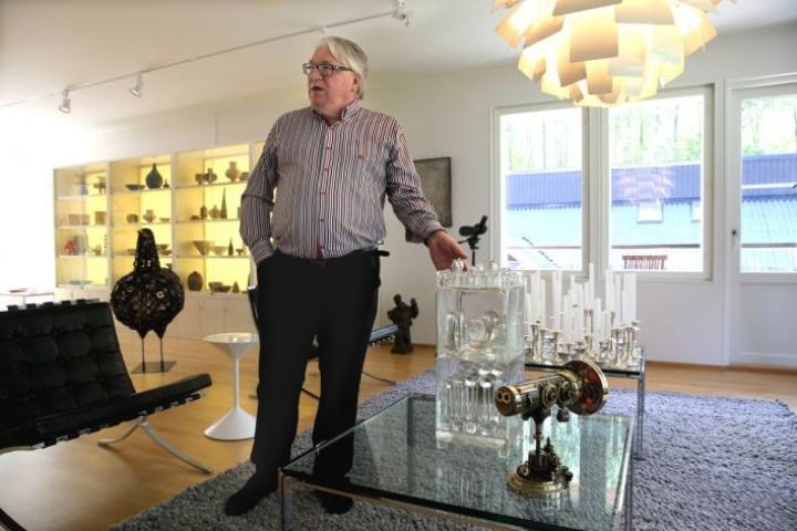Liikemies Kyösti Kakkonen tunnetaan liike-elämän saavutusten ohella myös lasitaiteen keräilijänä ja asiantuntijana.