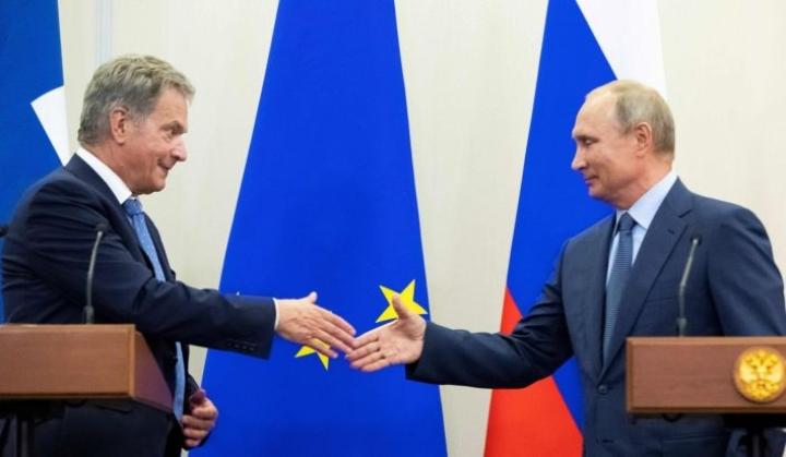 Sauli Niinistö ja Vladimir Putin tapasivat kahden kesken myös vuoden 2017 foorumissa.  LEHTIKUVA/AFP