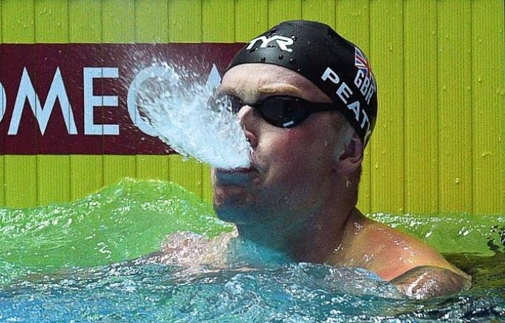 Adam Peaty on ollut arvokisoissa voittamaton viiden vuoden ajan 100 metrin rintauinnissa. LEHTIKUVA / AFP