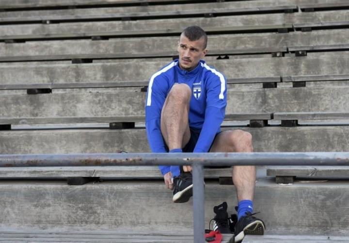 Roman Eremenko sai torstaina 30 päivän pelikiellon, eikä hän siksi pelannut Islantia vastaan. Tänään hän on sivussa, kun Suomi kohtaa Kroatian. LEHTIKUVA / JUSSI NUKARI