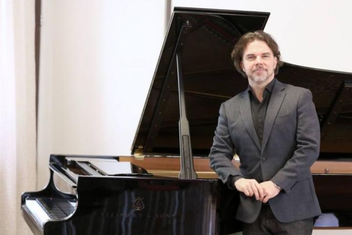 Musiikinopiskelu on antoisaa myös passiiviopiskelijana, pianotaiteilija Janne Mertanen tietää omasta kokemuksesta.