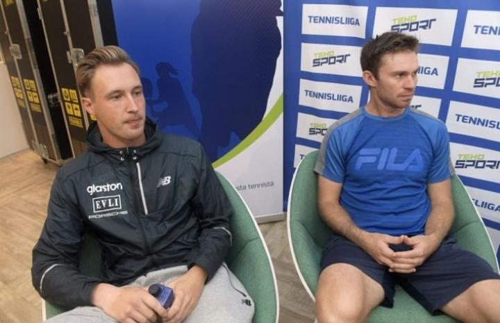 Nelinpelipari Henri Kontinen (vas.) ja John Peers Tennisliigan avaustapahtumassa Helsingissä. LEHTIKUVA / VESA MOILANEN