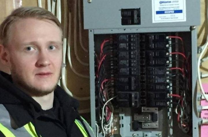 Sähkömestari Stan Savolainen aikoo hakea Joensuuhun sähköinsinööriopintoihin.