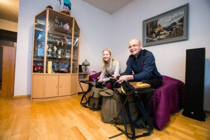 Isä Mika Issakaisen ja tytär Iida Issakaisen pilkkireput odottavat jo jäitä.
