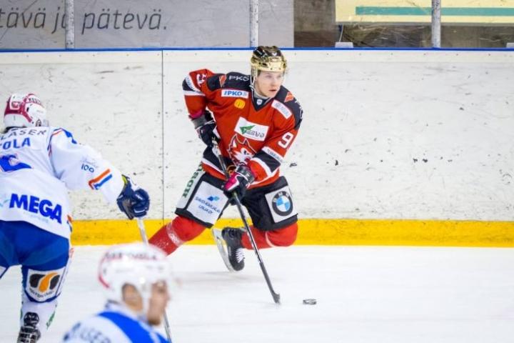 Lähes koko viime kauden kultakypärää pitänyt Joonas Larinmaa on Jokipoikien tärkeimpiä hyökkääjiä.