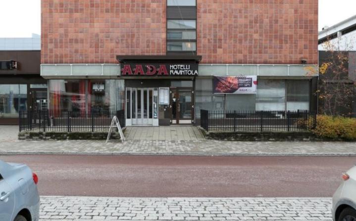Entisen Aadan katutason tiloissa avautuu piakkoin uudestaan ravintola. Kuva viime syksyltä.