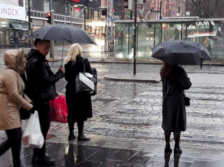 Loppuviikkoa kohti uusien tuulten mukana saapuu myös sateita. LEHTIKUVA / TEEMU SALONEN