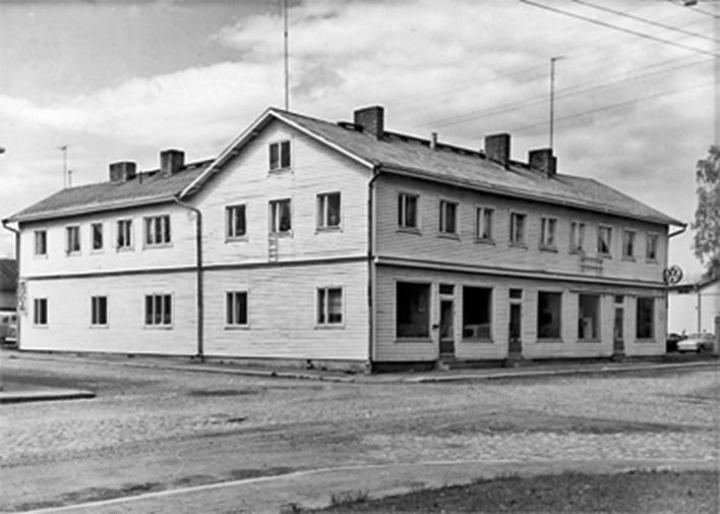 Antti Uimosen talo osoitteessa Torikatu 11. Talo ei ole alkuperäisessä asussaan, sillä se kärsi tuntuvia vaurioita vuoden 1891 tulipalossa.