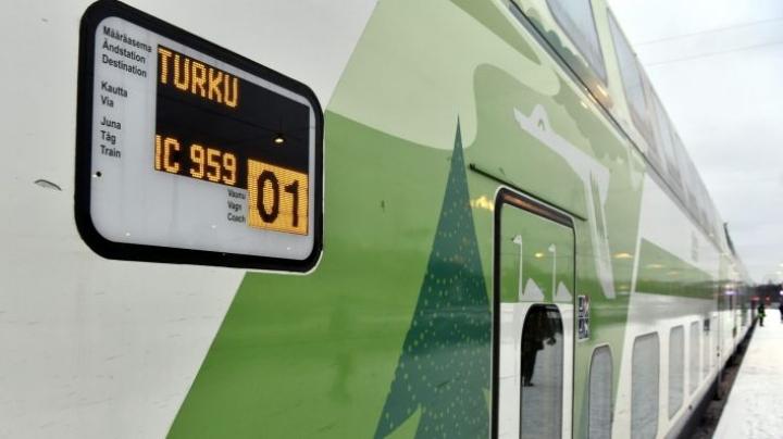 Julkisen liikenteen rajoittaminen olisi helpoin konsti rajoittaa liikkumista Uudeltamaalta muihin maakuntiin, arvioidaan Poliisihallituksessa. LEHTIKUVA / Jussi Nukari