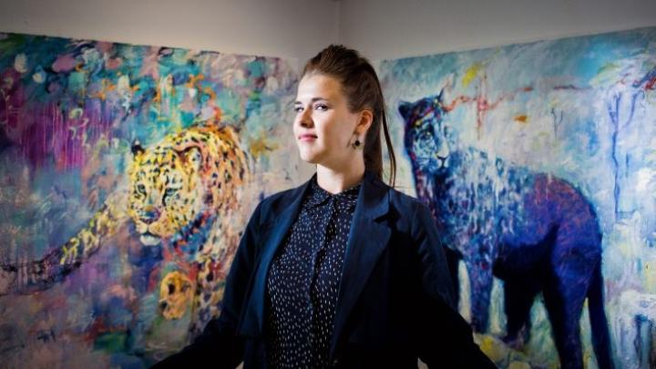 Johanna Lumme tunnetaan kuvataiteilijana. Kuvassa Lumme on Taidekeskus Salmelan kesän avajaisissa vuonna 2016.
