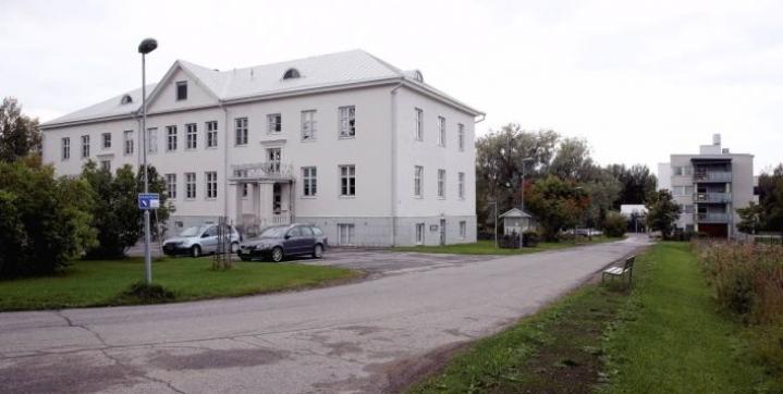 Kotikartano-rakennuksessa on nyt vuokralaisena eläinlääkärin vastaanotto.