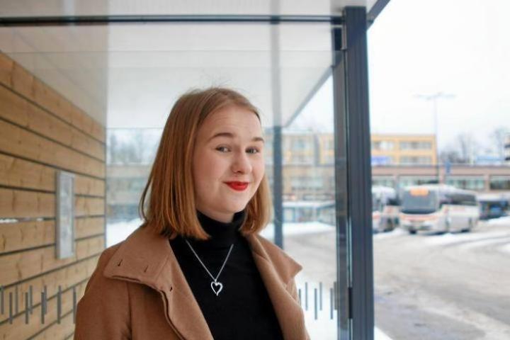Emilia Uljas haluaa, että vaalien alla puhutaan nuorten arkeen konkreettisesti vaikuttavista asioista. Hän tekee kuluvana vuonna töitä Suomen lukiolaisten liitossa.
