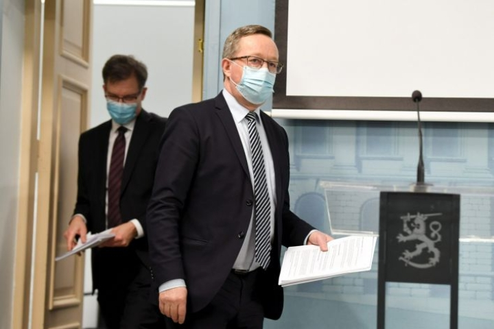 Kolmas kustannustukikierros on elinkeinoministeri Mika Lintilän mukaan tulossa hakuun huhtikuun lopussa. Lehtikuva / Jussi Nukari