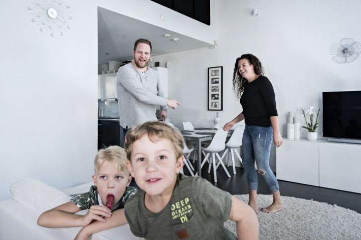 Liivo Pyvin ja Jasmin Hasanin talossa riittää vilskettä. Tästä pitävät huolen päivähoitoikäiset pojat Samuel ja Lucas.