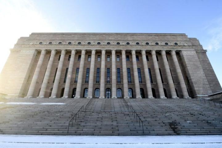 Lakeja valmistelevilla ja toimeenpanevilla virkamiehillä on merkittävästi vaikutusvaltaa suomalaisen yhteiskunnan kehitykseen, arvioi enemmistö suomalaisista. LEHTIKUVA / Vesa Moilanen