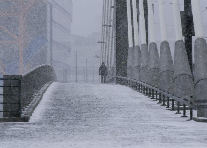 Päivän edetessä sade etenee Uudellemaalle, ja illan tullen se painuu Suomenlahdelle ja kohti Viroa. LEHTIKUVA / Markku Ulander