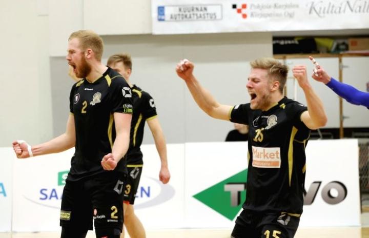 Mikko Suomalainen (2) ja Tuomas Karjalainen (15) jatkavat Hurmoksessa.