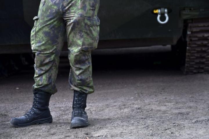 Poliisi eristi löytöpaikan, minkä jälkeen Puolustusvoimat tuli raivaamaan miinoitteen pois.  EMMI KORHONEN