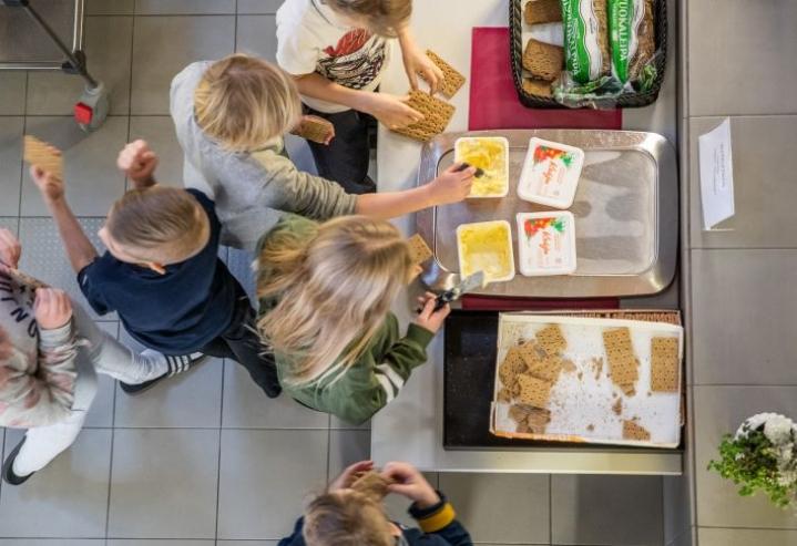 Joensuun kouluissa on tarjottu jo pitkään levitteenä vain kasvimargariinia. Leipä ja sen päälle laitettava levite ovat maistuneet koululaisille hyvin.