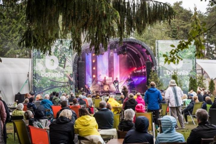 Viime kesän Lounge Festin esiintyjiä oli muun muassa blueskitaristi Erja Lyytinen.