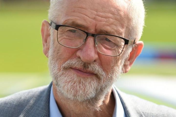 Työväenpuolueen johtaja Jeremy Corbyn on väläyttänyt ajatusta nykyisen hallituksen syrjäyttämisestä ja väliaikaisen hallituksen muodostamisesta torjumaan kova brexit. LEHTIKUVA/AFP