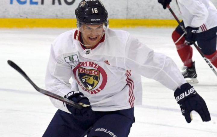 Florida Panthersin Aleksander Barkov nähtiin aamujäällä Helsingissä. LEHTIKUVA / JUSSI NUKARI