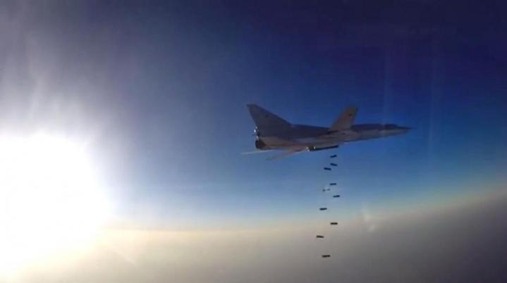 Kuvassa on Tupolev Tu-22M-tyyppinen pommikone, jollaisia kerrotaan olleen 2000–2700 metrin etäisyydellä matkustajakoneesta Islannin ilmatilassa. LEHTIKUVA/AFP