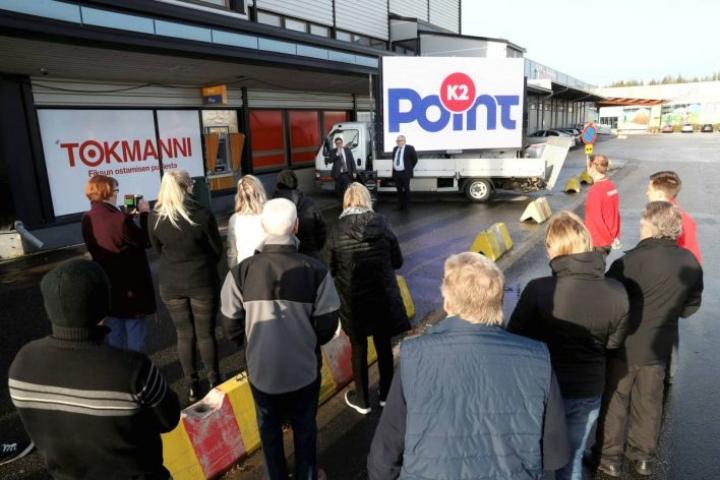 K2-point on Raatekankaalla toimivan Tokmannin liikekeskuksen uusi nimi. Nimen julkistivat liikemies Kyösti Kakkonen ja Tokmannin myynti- ja markkinointijohtaja Mathias Kivikoski.