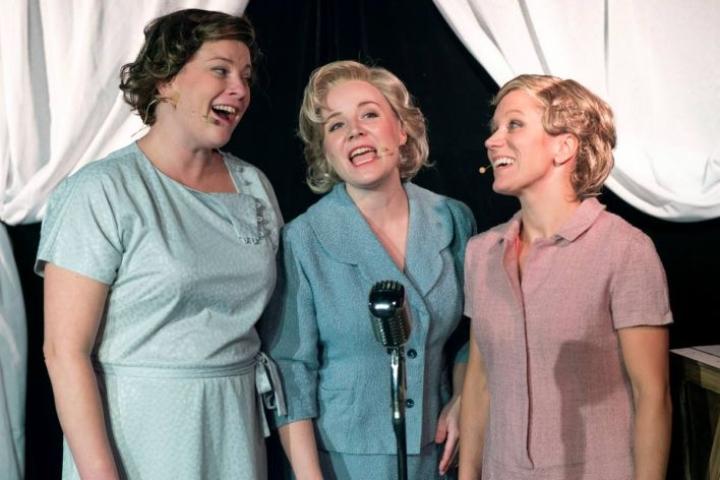 Eurooppa Neljän Harmony Sisters: Neija Välilä (Maire, vas.), Tiina Iisala (Vera), ja Maiju Jokinen (Raija).