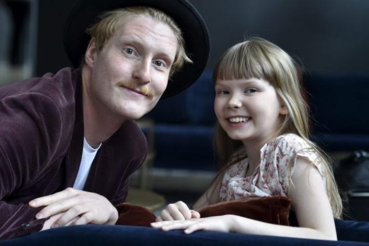 Puluboin ja Ponin elokuvassa seitsemänvuotias tyttö pohtii koulun aloittamista. Puluboin roolissa nähdään Aapo Puusti ja Ponina Jenni Lausi. LEHTIKUVVA / Jussi Nukari