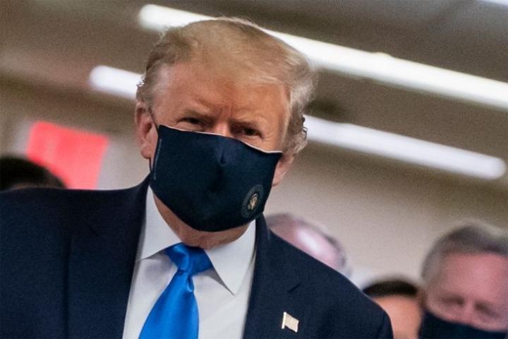 Yhdysvaltain presidentti Donald Trump on nähty ensimmäistä kertaa julkisuudessa suojamaski kasvoillaan.