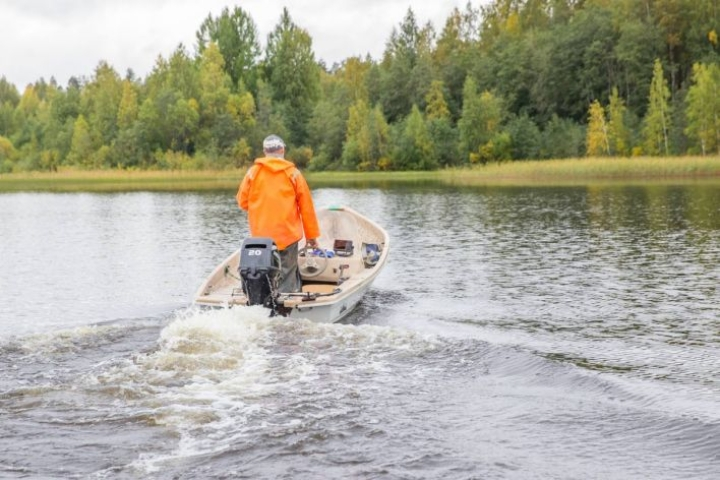 Ilkka Karppisen pyydykset ovat Höytiäisellä 15 kilometrin laajuisella alueella.