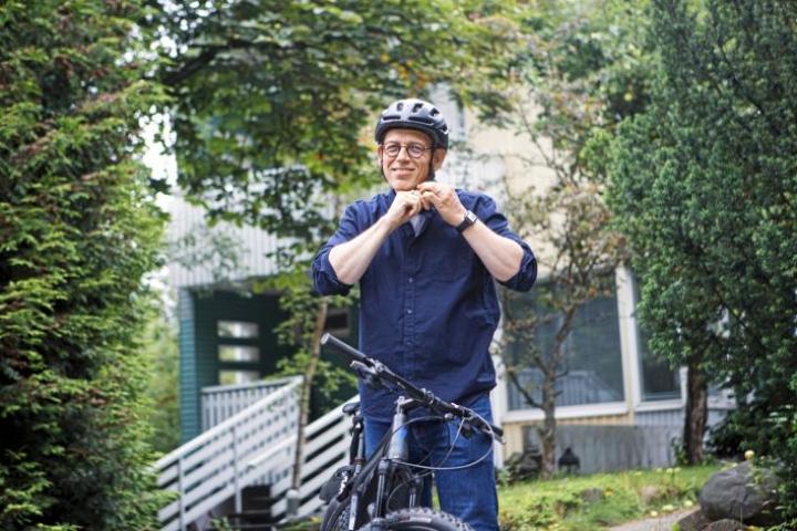 Kimmo Rönkä pyöräilee joka paikkaan. Sen hän oppi kotikaupungissaan Mikkelissä, jossa kulkuvälineenä toimi aina polkupyörä.