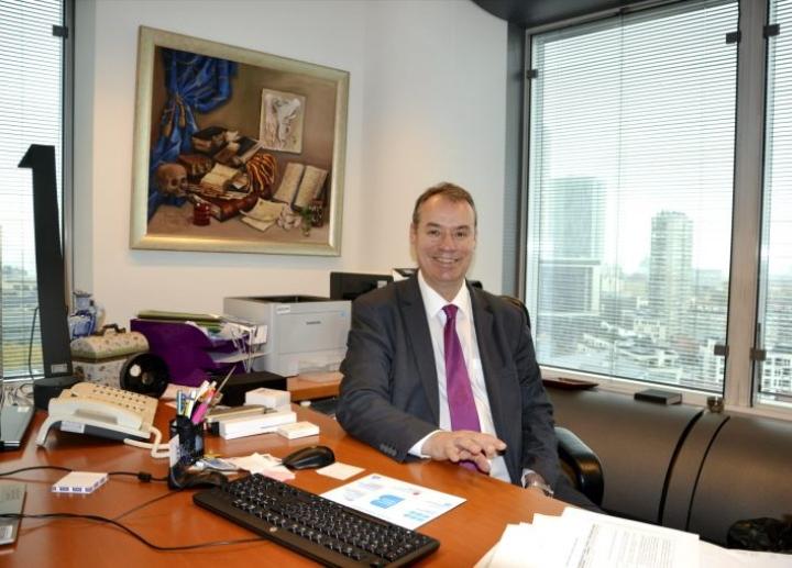 EU:n petostentorjuntaviraston Olafin pääjohtaja Ville Itälä työhuoneessaan Brysselissä. LEHTIKUVA / ANNIINA LUOTONEN