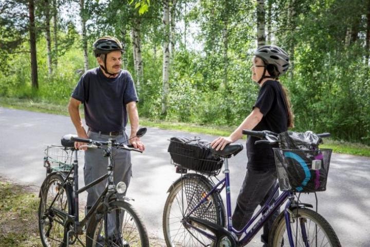 Raimo Räty ja Maria Jääskeläinen tapasivat toisensa lavatansseissa vajaat parikymmentä vuotta sitten. Siitä lähtien tanssia ja pyöräilyä on harrastettu yhdessä.