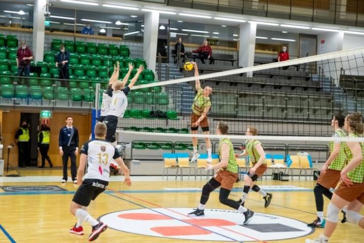 PerPon paidassa palloa kohti lattiaa lyövä Eetu Häyrinen voitti viime kaudella Mestaruusliigan pistepörssin.