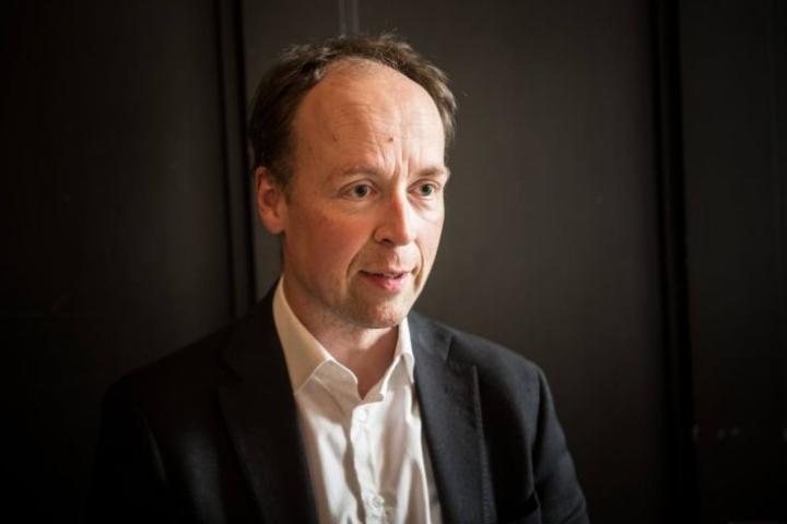 Perussuomalaisten puheenjohataja Jussi Halla-aho osallistui Joen yöhön Joensuun perussuomalaisten teltalla.