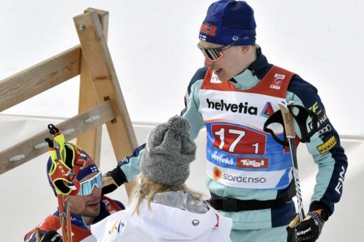 Iivo Niskanen (oikealla) johtaa huomenna viiden hiihtäjän suomalaisnipun 15 kilometrille. Kilpailussa mukana on myös muun muassa Ristomatti Hakola. Lehtikuva / Heikki Saukkomaa