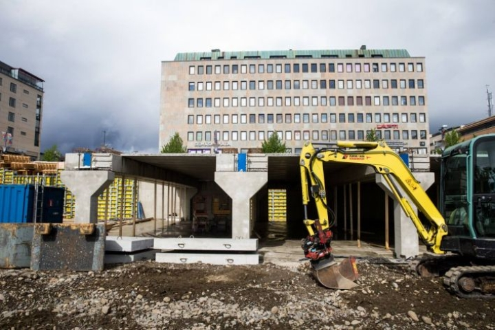 Kauppahallin rakentaminen voitaisiin aloittaa aikaisintaan syksyllä 2018, jolloin toriparkki ja uusi tori valmistuvat.