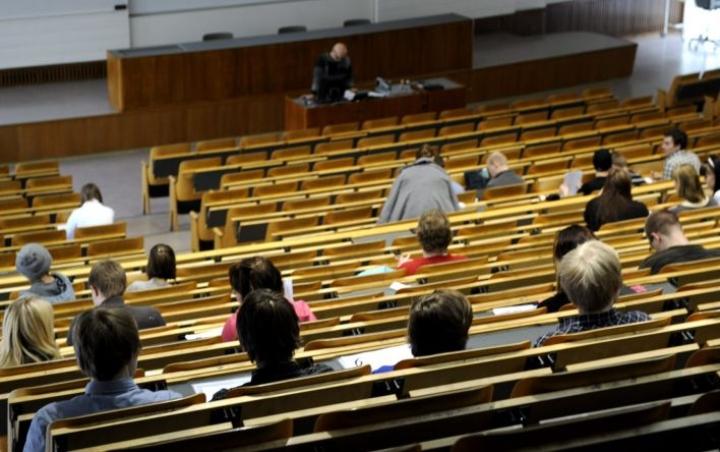 OECD:n mukaan Suomen korkeakoulujärjestelmä on yksi valikoivimmista, mikä viivästyttää opintojen aloittamista. LEHTIKUVA / ANTTI AIMO-KOIVISTO