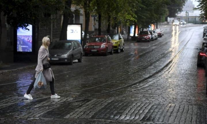 Sää viilenee selvästi ensi viikolla, jolloin osassa Suomea vietetään syyslomaa. Arkistokuva. LEHTIKUVA / HEIKKI SAUKKOMAA