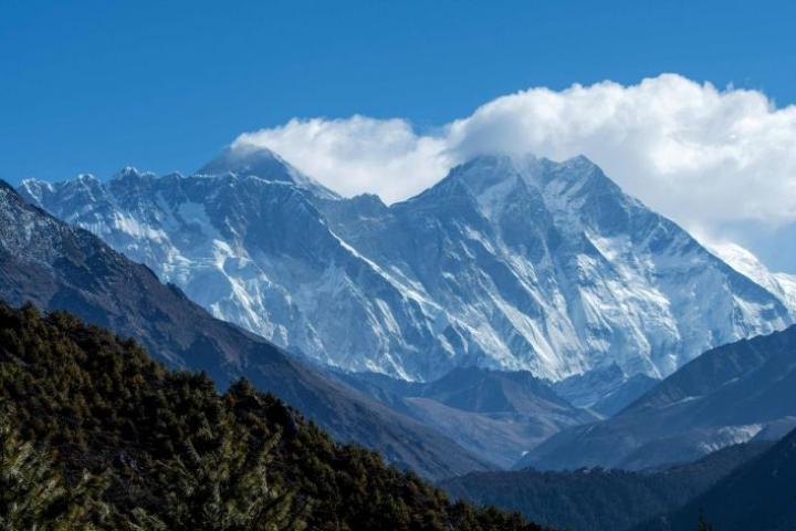 Kiina kielsi jo viime vuonna kaikilta ulkomaalaisilta kiipeämisen Everestille Kiinasta. Arkistokuva. LEHTIKUVA/AFP