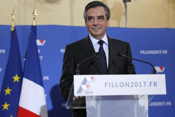 Ranskan ex-pääministeri Francois Fillon sai yli 60 prosenttia äänistä keskustaoikeiston esivaalissa presidenttiehdokkuudesta. LEHTIKUVA/AFP