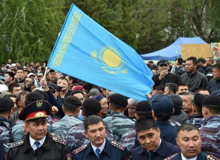 Kazakstanin vaalit ovat tiukasti kontrolloituja, ja vaalivilppiepäilyt ovat yleisiä. Opposition kannattajat kokoontuivat vaalien alla Kazakstanin pääkaupungissa Nur-Sultanissa. LEHTIKUVA / AFP