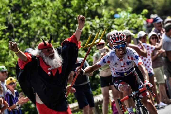 Ranskan ympäriajo on koonnut pyöräilyn ystävät kolmeksi viikoksi joko reitin varrelle tai televisioiden ääreen. LEHTIKUVA / AFP